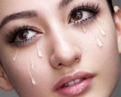 種假睫毛在縫雙眼皮時可能不慎掉入眼中造成不舒服